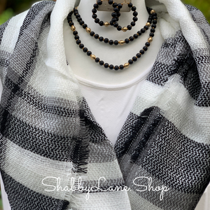 Beautiful blanket scarf - Black and white