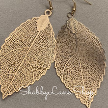 Load image into Gallery viewer, Gold leaf filigree earrings