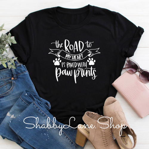 The road to my heart paw prints - Black T-shirt