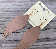 Load image into Gallery viewer, Leather  feathered earrings
