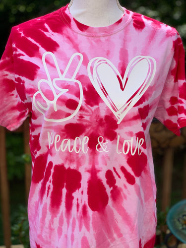 Peace and Love tie dye T-shirt Fuchsia