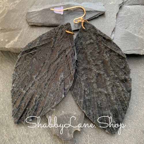 Crumpled leather fringe earrings - dark gray