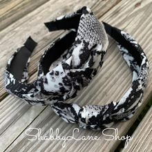 Load image into Gallery viewer, Snakeskin print headband
