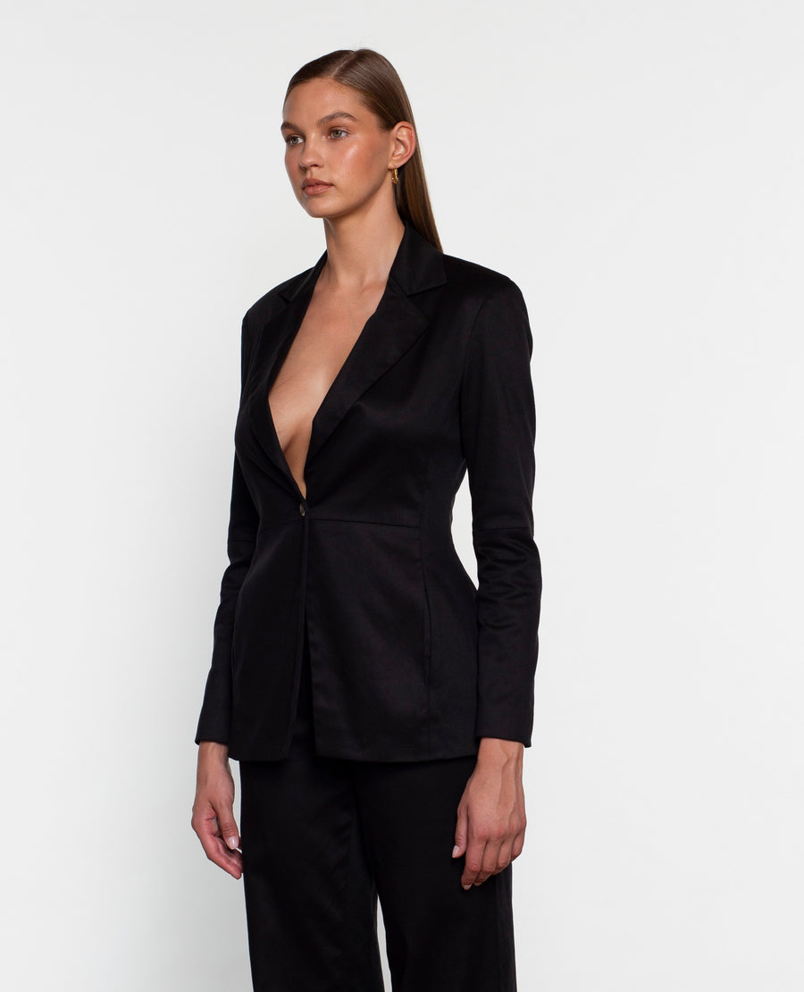 FITTED BLAZER WITH SEAM DETAIL