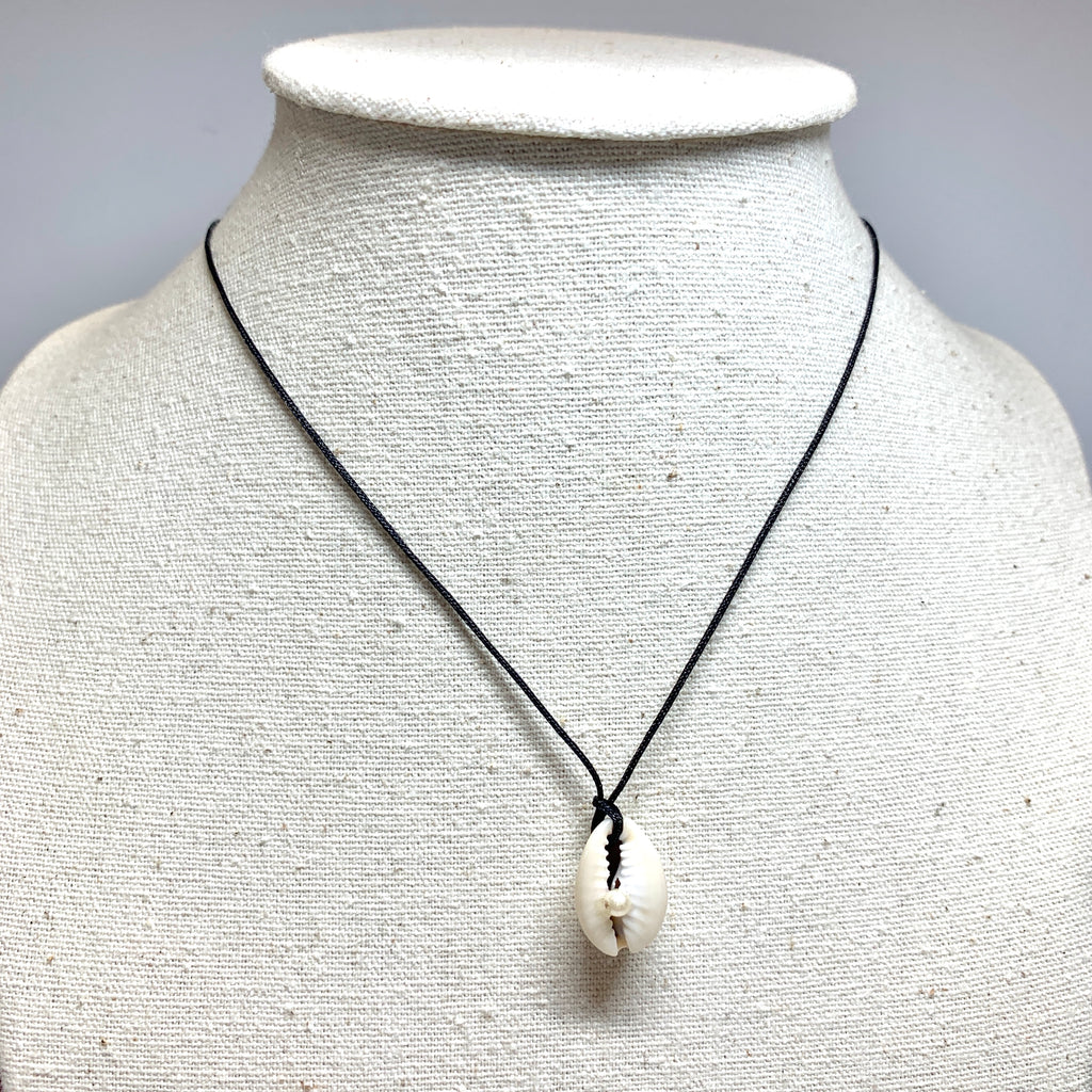 collier coquillage cauri naturel et perle fabriqué à la main en France