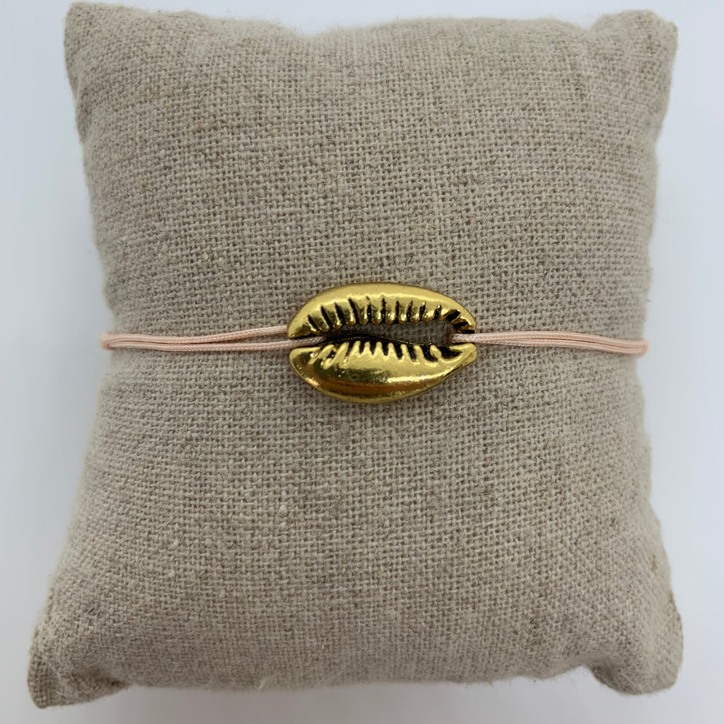 bracelet gros coquillage or dore cordon rose poudre