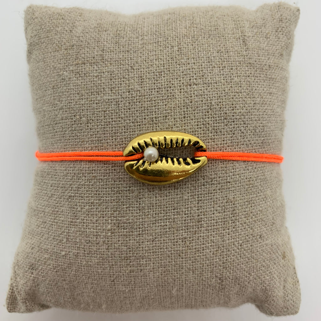 bracelet coquillage dore et perle cordon orange fluo