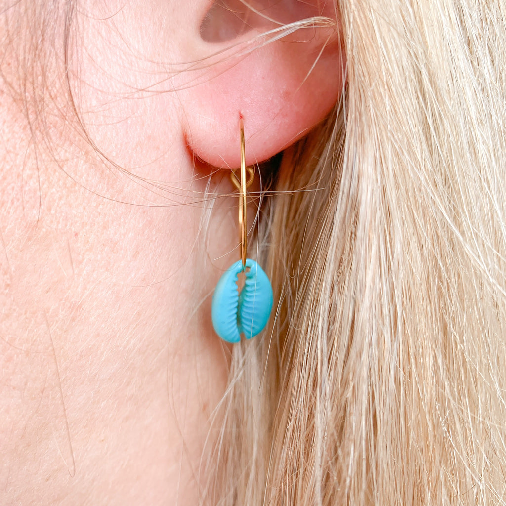 boucles d'oreilles creoles coquillage cauri turquoise