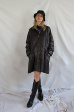 Afbeelding in Gallery-weergave laden, Plum / aubergine long leather coat (L/XL)