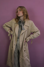 Afbeelding in Gallery-weergave laden, vintage trench coat In de kleur beige