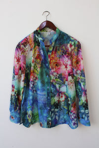 Exotic colorful print with roses (L)