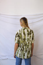 Afbeelding in Gallery-weergave laden, Green short sleeve print blouse (M/L)