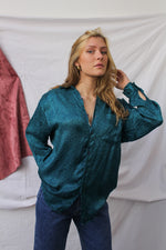 Afbeelding in Gallery-weergave laden, Ocean blue long sleeve blouse with embroidery (L)