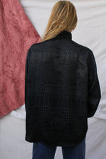 Afbeelding in Gallery-weergave laden, Black blouse with shiny print (L)