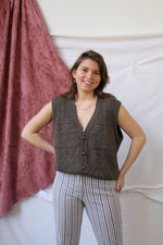 Afbeelding in Gallery-weergave laden, Brown textured vest with wood look buttons
