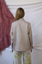 Afbeelding in Gallery-weergave laden, Sand colored long sleeve high neckline blouse (L)