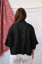 Afbeelding in Gallery-weergave laden, Black linen cropped blouse (M/L)