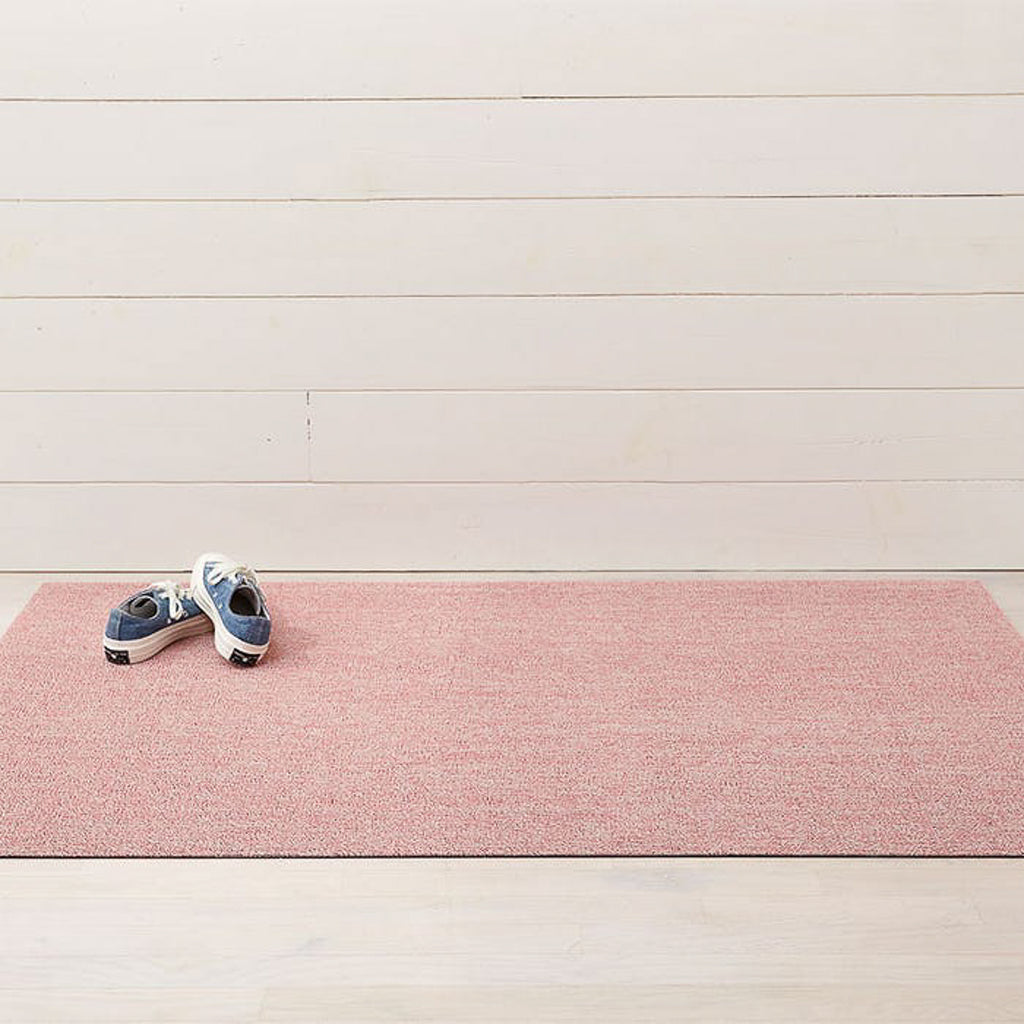 Heathered outdoor mat in blush.