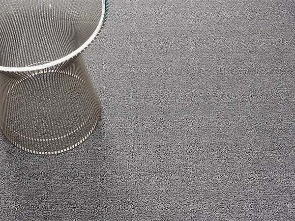 Heathered outdoor mat in Fog.