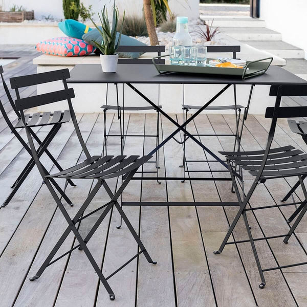 Anthracite bistro chairs and rectangular table on wood deck.
