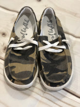 Load image into Gallery viewer, Camo Canvas Sneaker