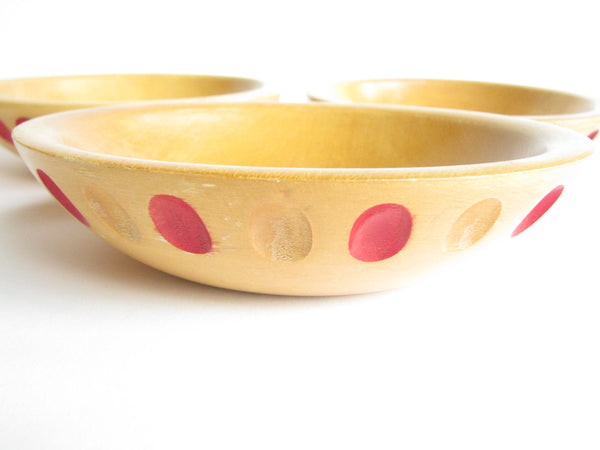 edgebrookhouse - 1940s Maple Munising Dough / Serving Bowl Set with Carved Design - 4 Pieces