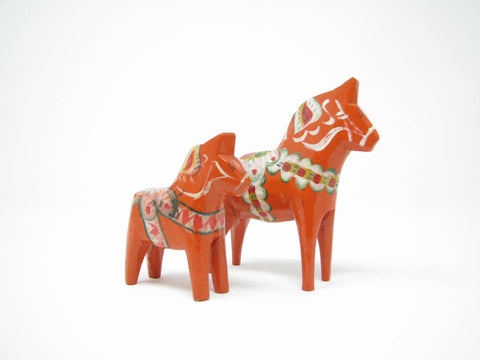 edgebrookhouse - Vintage Grannas Olsson Handcarved and Hand-Painted Wooden Dalecarlian Dala Horses - Set of 2