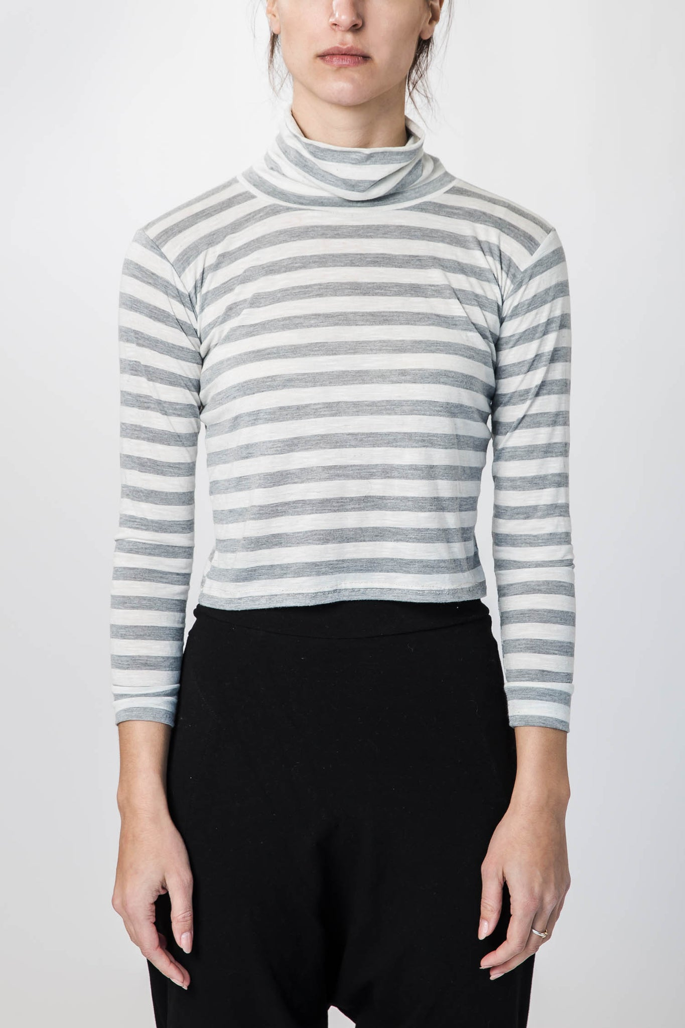stripe-turtleneck-cropped-kucoon-top-women-stripes