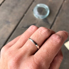 Load image into Gallery viewer, 2.5mm Minimalist Wedding Band