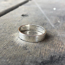 Load image into Gallery viewer, Wedding Band