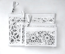 Load image into Gallery viewer, White and silver arabic cut purses