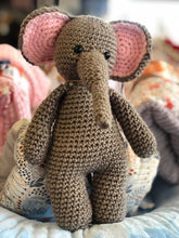 Load image into Gallery viewer, Knitted Animals