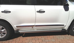 Side Moulds to suit Toyota Land Cruiser 200 Series to suit - painted (standard colour) with Chrome Strip 2008-2015 style (fits all models until 2017)