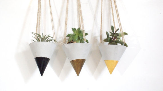 Laurita Hanging Cone Planter