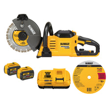 "Load image into Gallery viewer, FLEXVOLT® 60V MAX* 7-1/4"" Cordless Worm Drive Style Saw 9.0Ah Battery Kit"