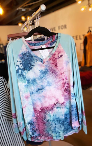 Ocean Waves Curvy Tie Dye Top