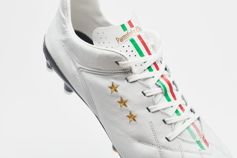 Top view of the Italian flag running down the middle of Pantofola d'Oro's Superleggera Leather Football Boots