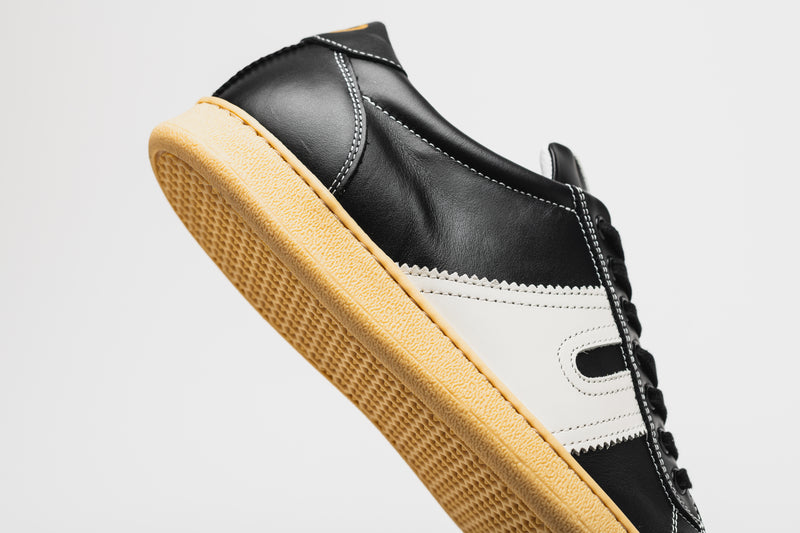 The smooth leather of the Open men's black leather sneaker