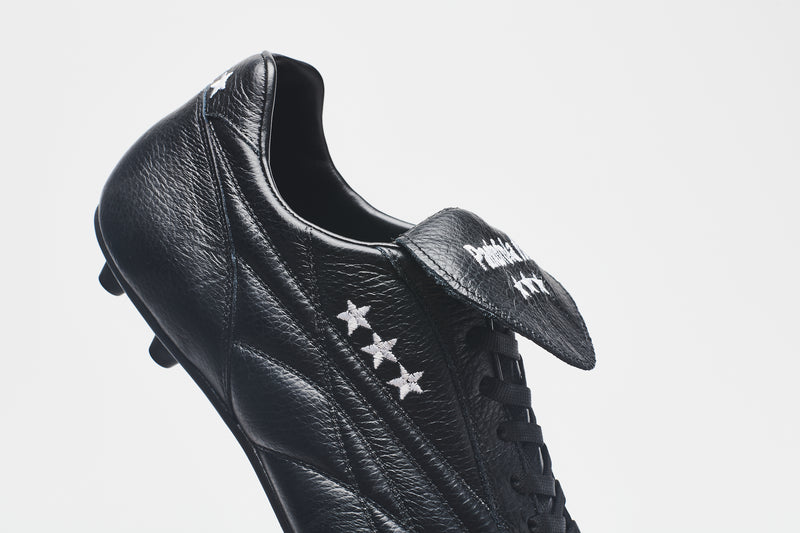 A side image showing three gold stars on the New Star all-black men's leather football boot