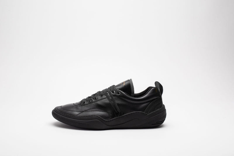 Side profile of men's leather trainers in all-black