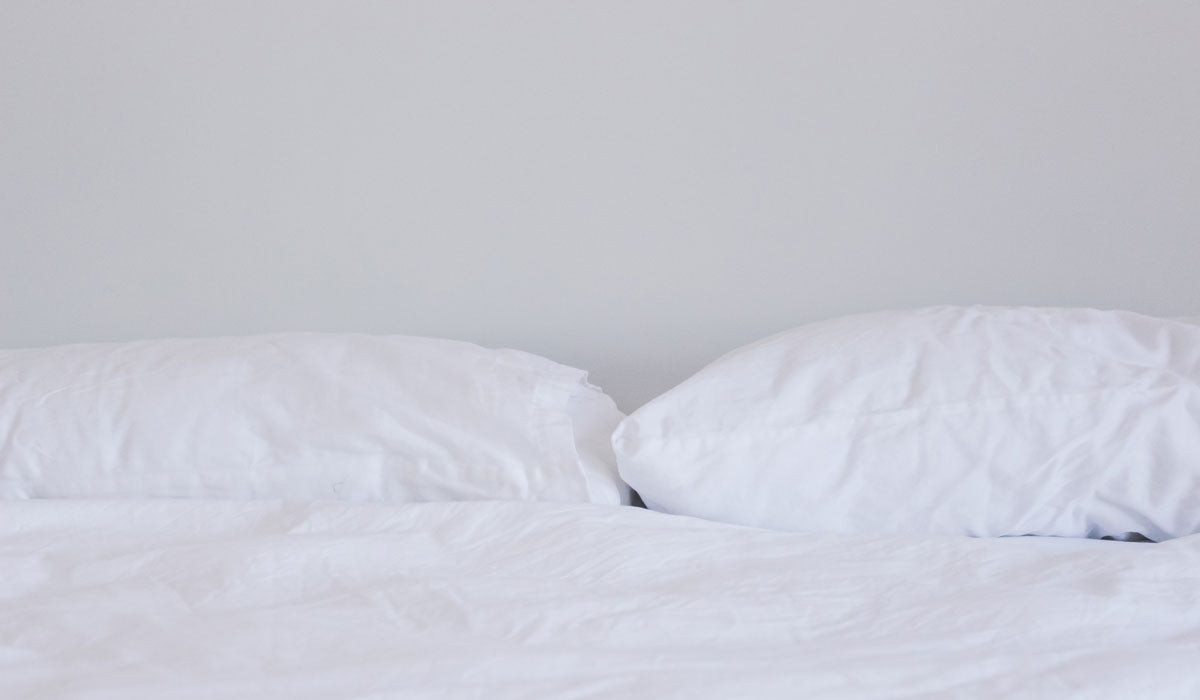 beauty sleep hacks white pillows and sheets