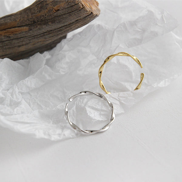 Mobius Wave Twist Open Ring