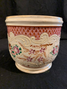 "Sampson Porcelain Cache Pot. This is a reproduction Chinese Export Porcelain cache pot.  It is in good condition, there is some wear to decoration, and is 5"" tall x 6"" diameter."