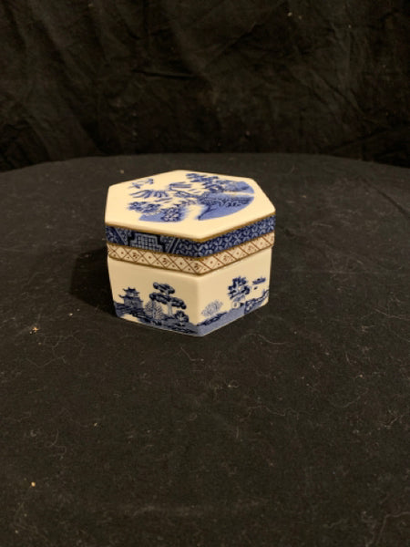 "Royal Doulton Hexagonal Covered Box.  This is a reproduction late 20th Century traditional ""Blue Willow"" pattern box.  It is made in England, in good condition, and 3.5"" wide x 2.25"" tall."