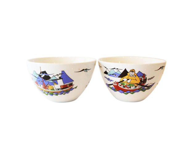 Amazing Norwegian pair of late 20th century Torskefiske bowls of fishing scenes. White porcelain with simple figurative scenes.