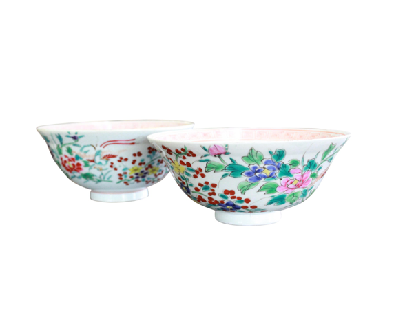 Pair of floral patterned hand painted late 19th century porcelain Chinese rice bowls with orange key design in interior rim