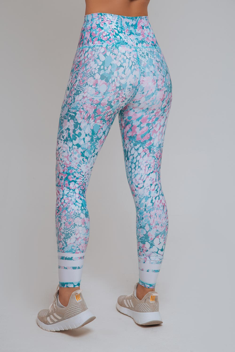 WILD WANDER HIGH RISE LEGGING