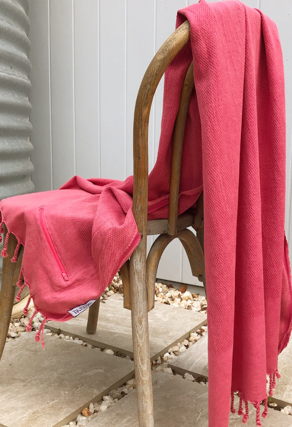 Freostyle Dusk pink Turkish Towel with pocket, displayed