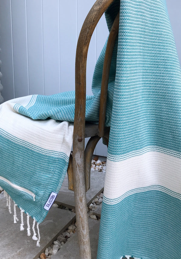 FREOSTYLE SEAGRASS TURKISH TOWEL WITH POCKET DISPLAYED