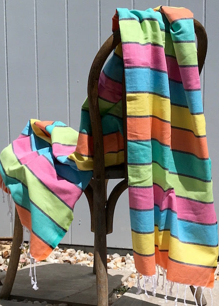 Happy Turkish Towel, lightweight, rolls up small, and with discreet pocket - it's perfect for the beach or pool